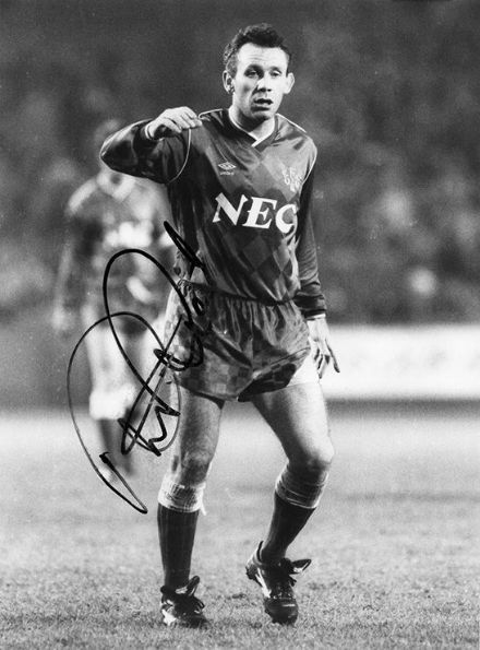 Peter Reid, Everton & England, signed 9x7 inch press photo.